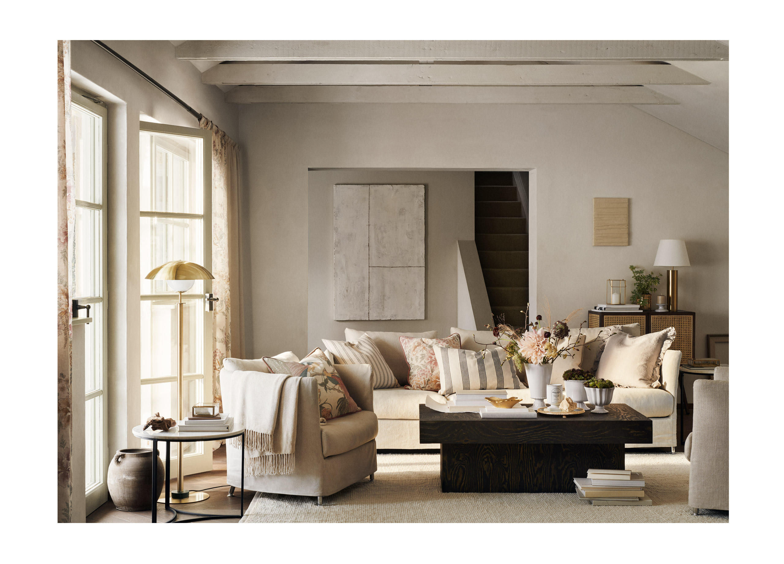 "<p><span style=""font-size: 12px;"">photographer</span> <span style=""font-weight: bold;"">Kristofer Johnsson</span></p><p><span style=""font-weight: bold;"">H&M Home</span></p>"